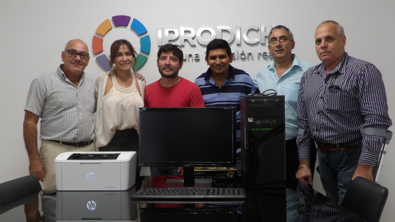 IPRODICH entregó herramientas informáticas a la Asociación de Sordos del Chaco