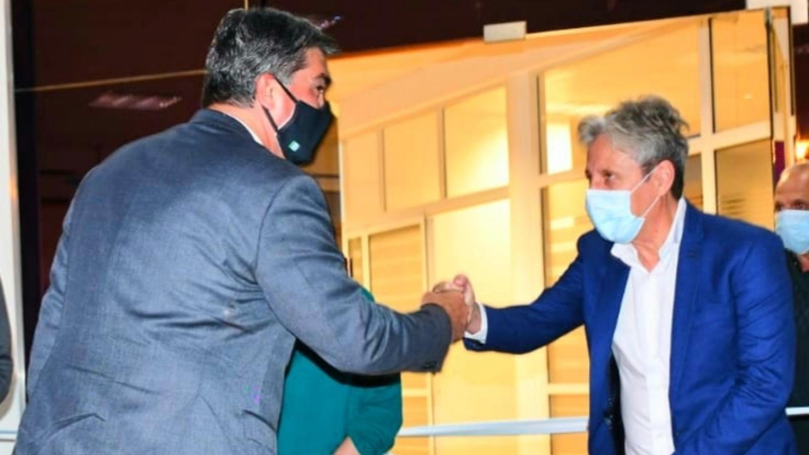 Presidente Lorenzo choca puños con el gobernador Capitanich