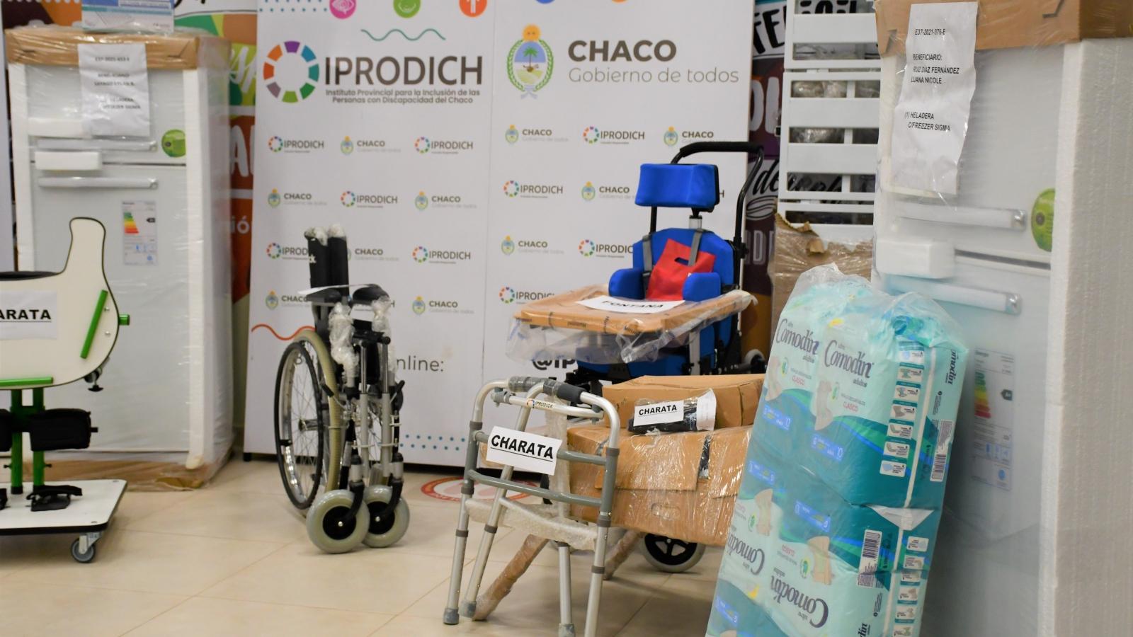 ayudas técnicas como ser sillas de ruedas, pañales, colchones, entre otros